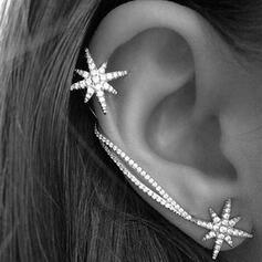 Brillant Simple Étoile Alliage Strass Boucles d'oreilles 2 PCS