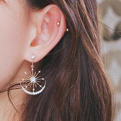 À la mode Style Classique Charme Artistique Délicat Alliage avec Minimaliste Femmes Boucles d'oreilles