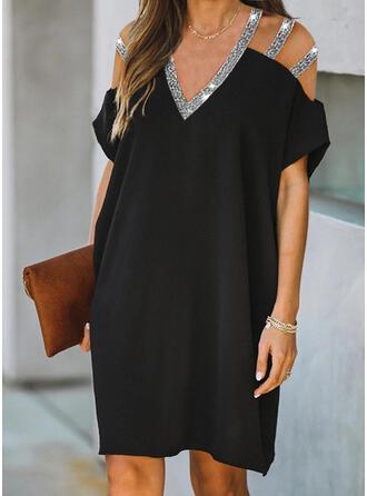 Paillettes/Couleur Unie Manches Courtes Droite Longueur Genou Petites Robes Noires/Élégante Robes